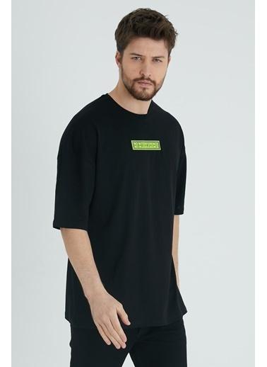 XHAN Sarı Baskılı Oversize T-Shirt  Siyah